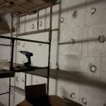 Styropian na ścianie w garażu jeszcze nie ma siatki ale już jest i to zagruntowane